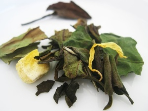 Dry leaves - Pear Mu Tan white tea